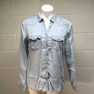 ☀️ 3/$15 Maurices Light Chambray Top